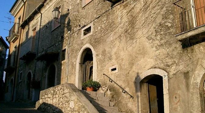 799px-Scala_castello
