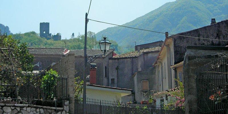 800px-Cervinara-Castello